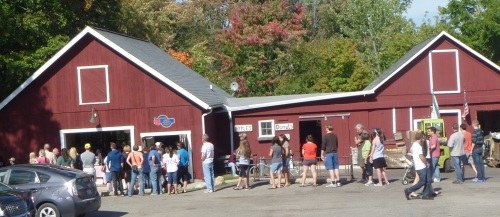 The Dexter Cider Mill was jam-packed, as expected. Fortunately, I got my apples on the trail!
