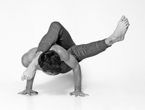 Yoga pose - Drew_Osborne_3 - Wikimedia Commons