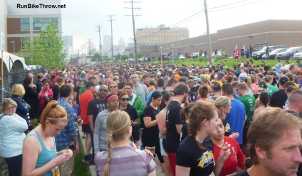 The 5K starting queue. (This is about half of the runners.)