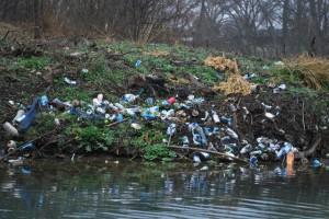 beer-cans-in-river-mysanantonio-blog